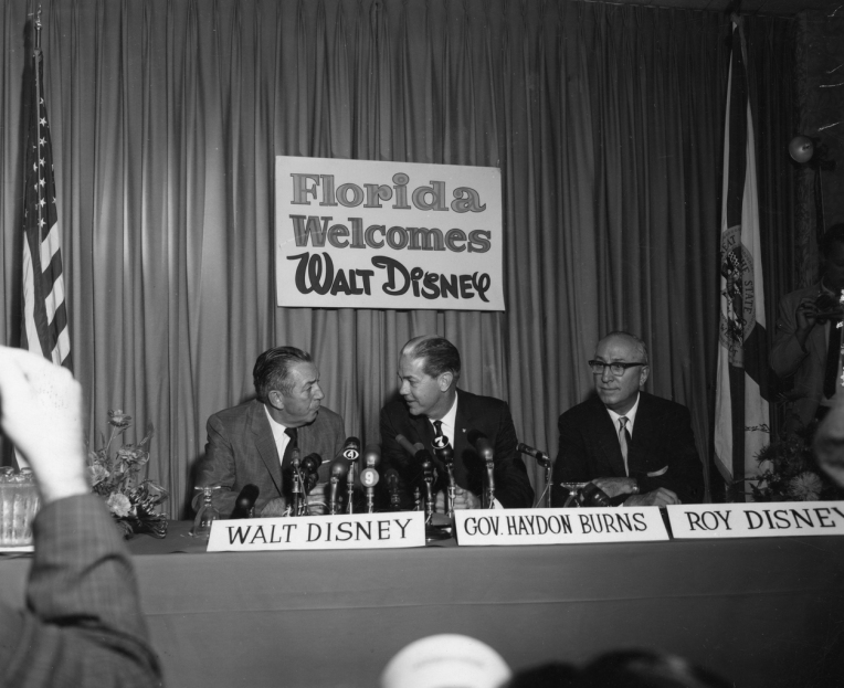 Walt_Disney_with_Company_at_Press_Conference